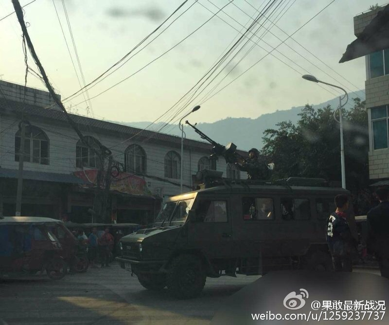 PHOTO : China has sent  army to its border with Myanmar