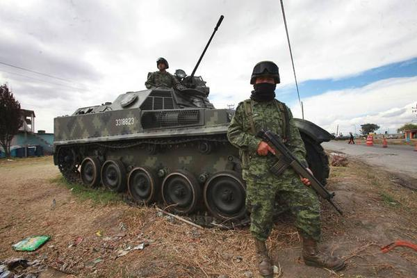 Mexican army  AMX-13 VCI vehicles deployed near the federal prison 'Altiplano'