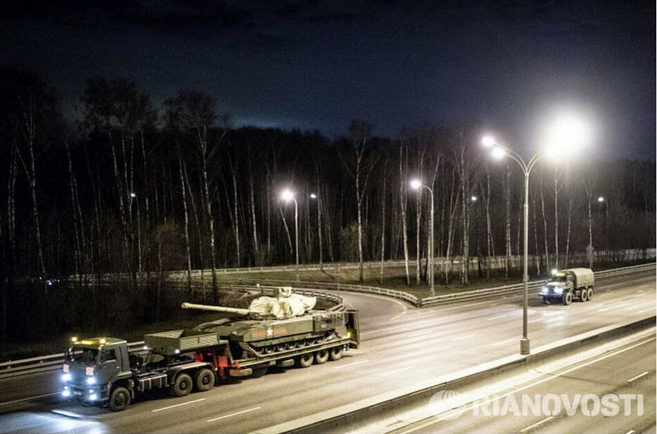 Russian military parade rehearsals at night 3