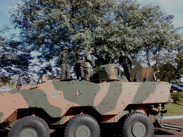 """Paraguayan army conducts tests with Brazilian """"Guarani"""" AFV"""
