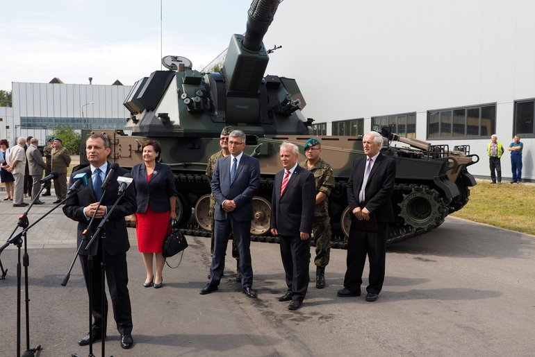 Poland reveals its new AHS Krab self-propelled howitzer