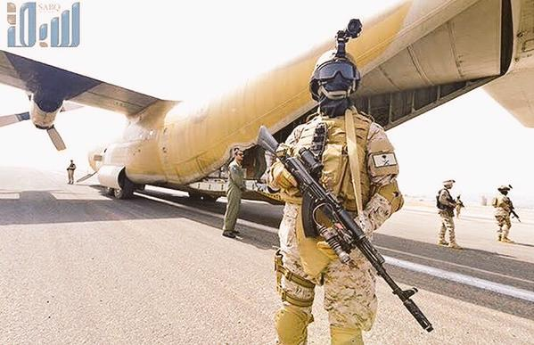 Saudi special forces on Adens airport to secure the new arrived Saudi military cargo plane 1