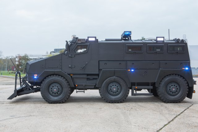 "Nexter presents the TITUS in ""Internal Security"" configuration at the 2015 MILIPOL"