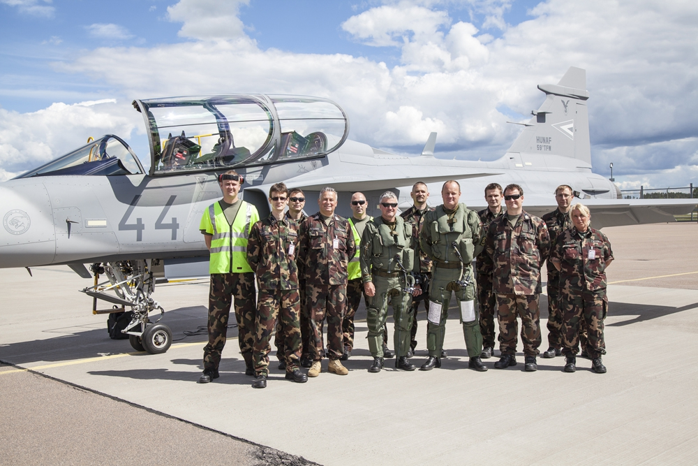 Gripen with side number 44 arrives in Hungary Photos by Honvédelmi Minisztérium