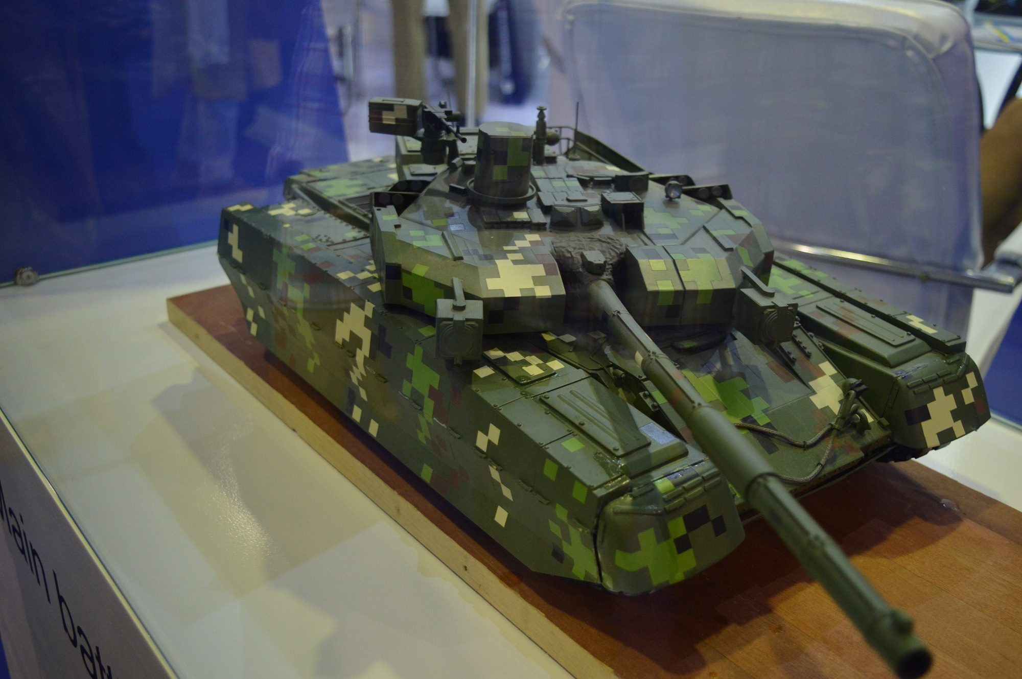 Ukrainian Oplot-M main battle tank creates a sensation at  IDEAS 2016