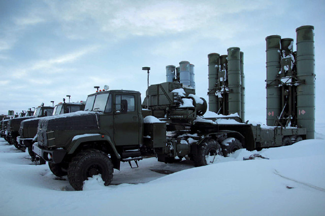 Russians deploy S-400 missile regiment in the Arctic 1