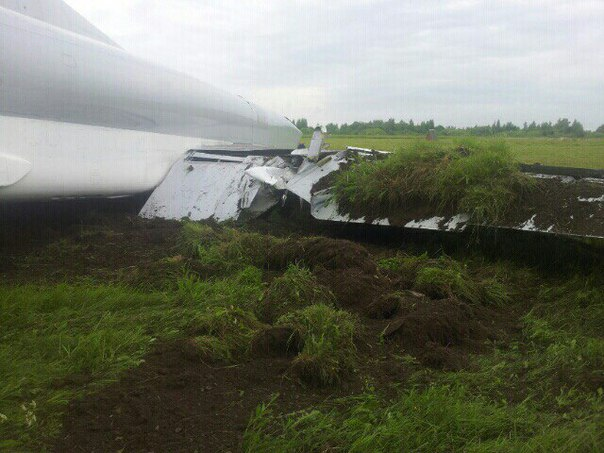 Russian Tu-22M3 strategic bomber slides off runway (с) Yuri Borisov