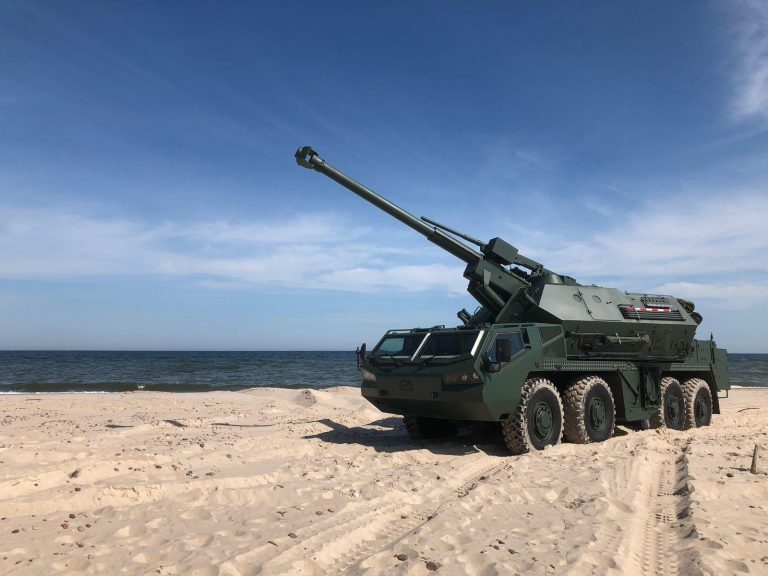 Excalibur Army showcases new DANA M2 self-propelled howitzer