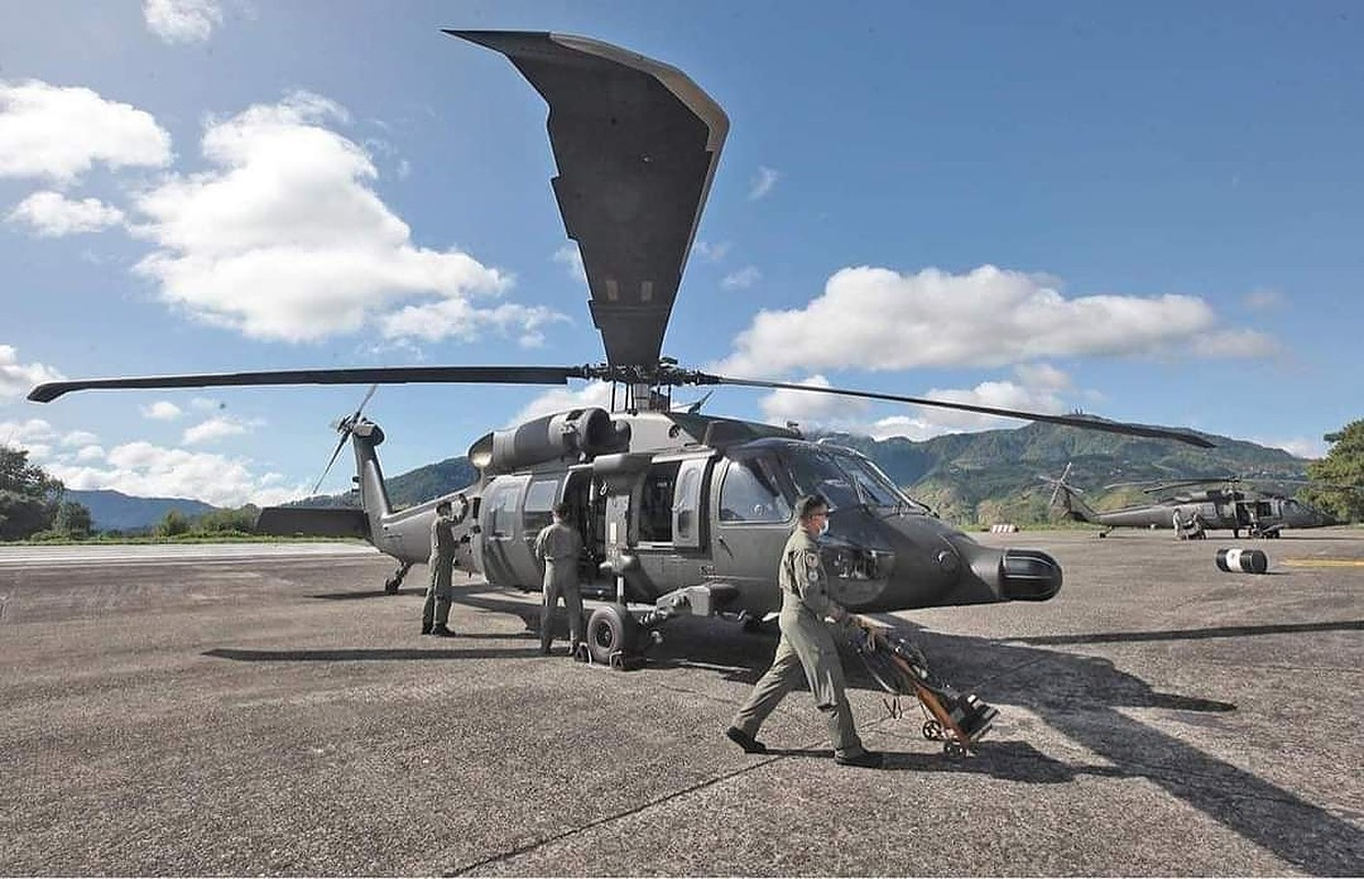 Philippine Air Force S-70i helicopter crashes in Capas killing 6 people on board